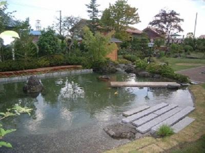 鯉の泳ぐ庭1