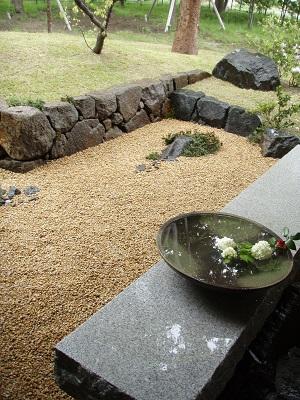 石積のある庭1