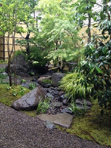 つくばいのある中庭3