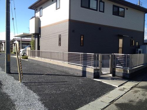 広い駐車スペースのある家3