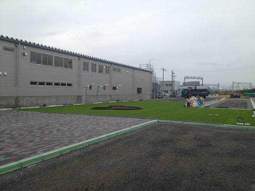 人工芝のある展示場2