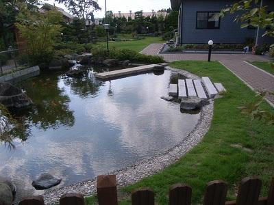 鯉の泳ぐ庭2