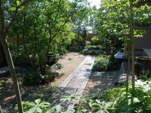 灯篭の立つ庭3